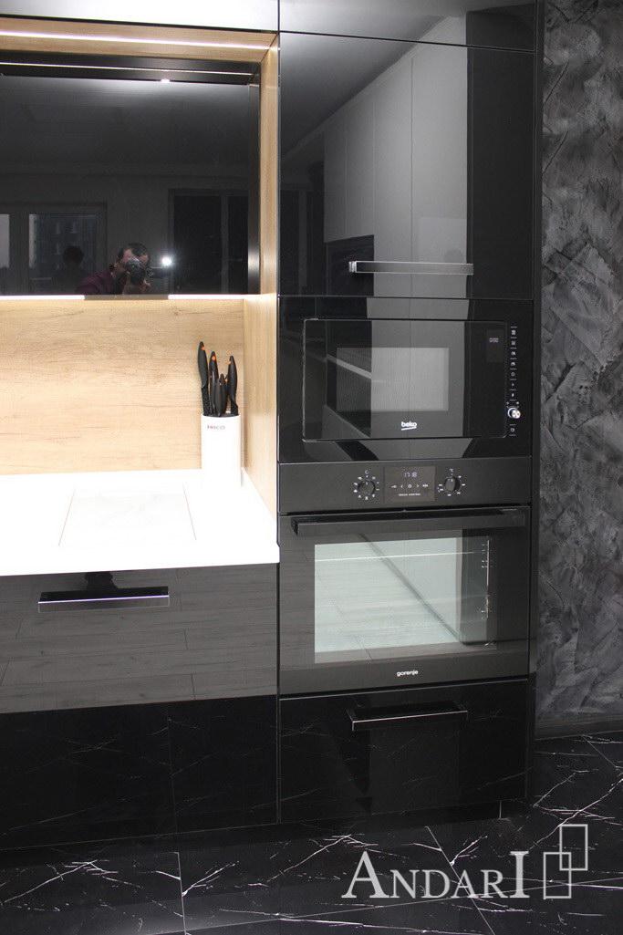 Шкаф-пенал для бытовой техники в прямой кухне из акрила с искусственным камнем