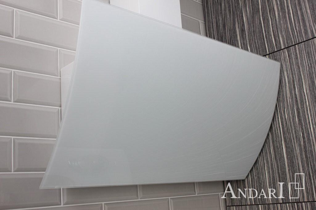 Стеклянная вытяжка на кухне из шпона - Андари