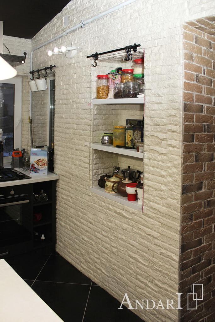 Полки в нише на кухне