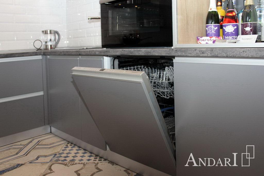 Встроенная посудомоечная машина на кухне Андари