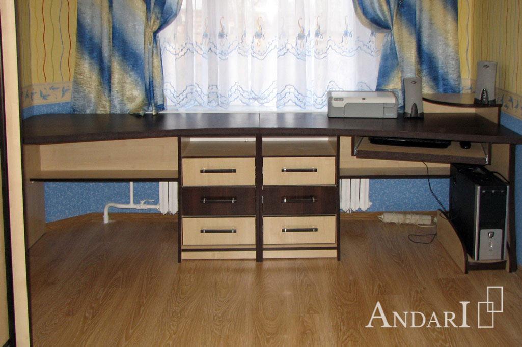 Два рабочих стола в детской - Андари