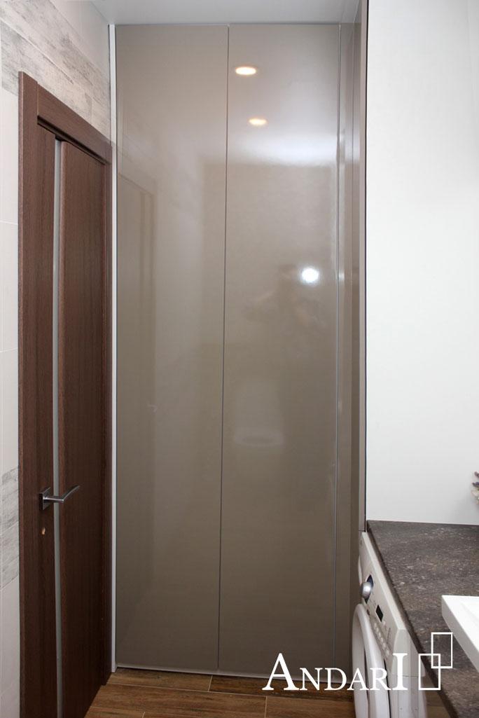 Распашной шкаф в санузле