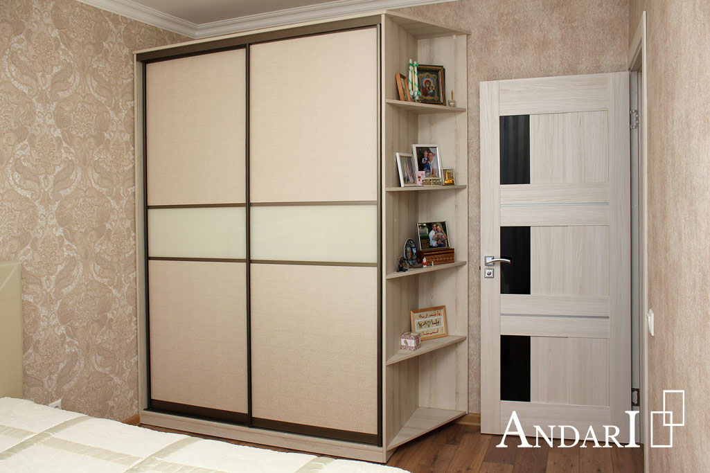Двухдверный шкаф-купе в спальне Андари