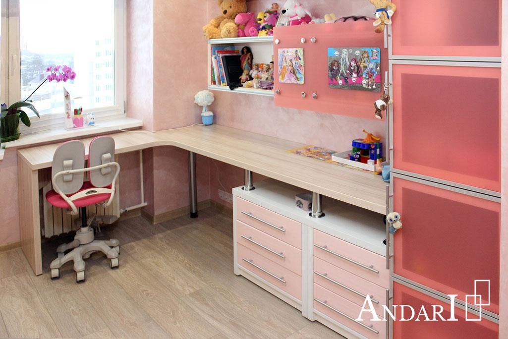 Угловой стол с тумбами в детской - Андари
