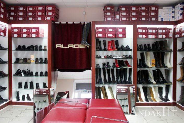 Витрины в магазине обуви - Андари