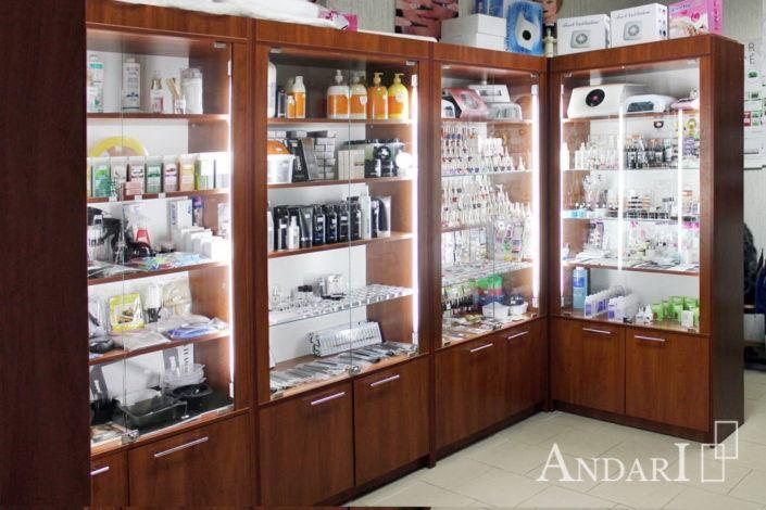 Витрины в магазине для парикмахеров Андари