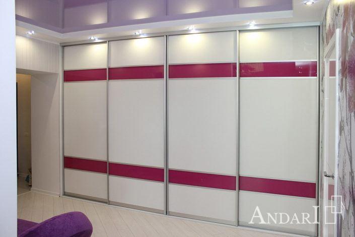 Белый шкаф-купе с розовыми вставками Андари