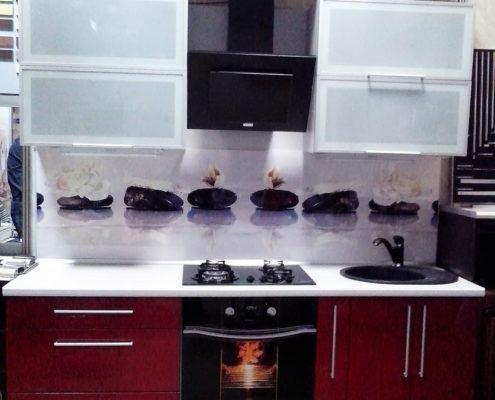 Прямая кухня с крашеным фасадом и подсветкой - Андари
