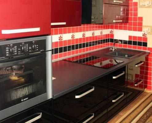 Прямая красно-черная кухня - Андари