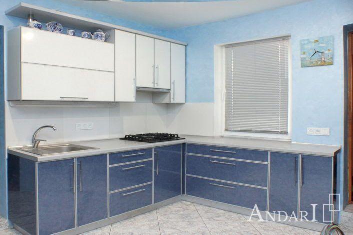 Угловая кухня в частном доме Андари