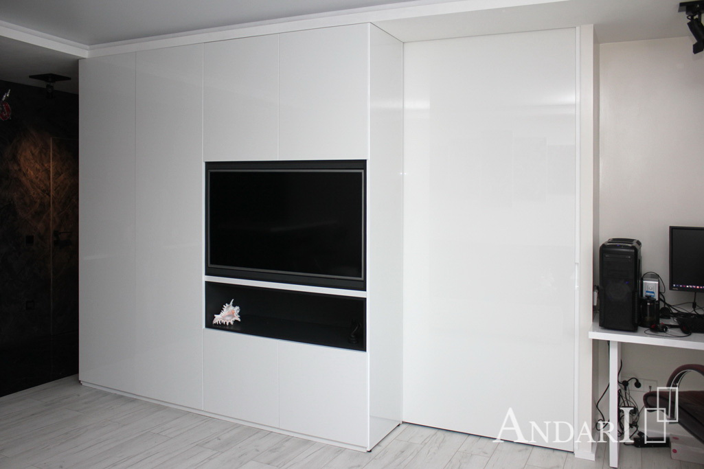 Распашные шкафы в квартире-студии - Андари