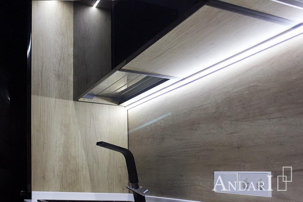 Подсветка рабочей зоны кухни в угловом коробе