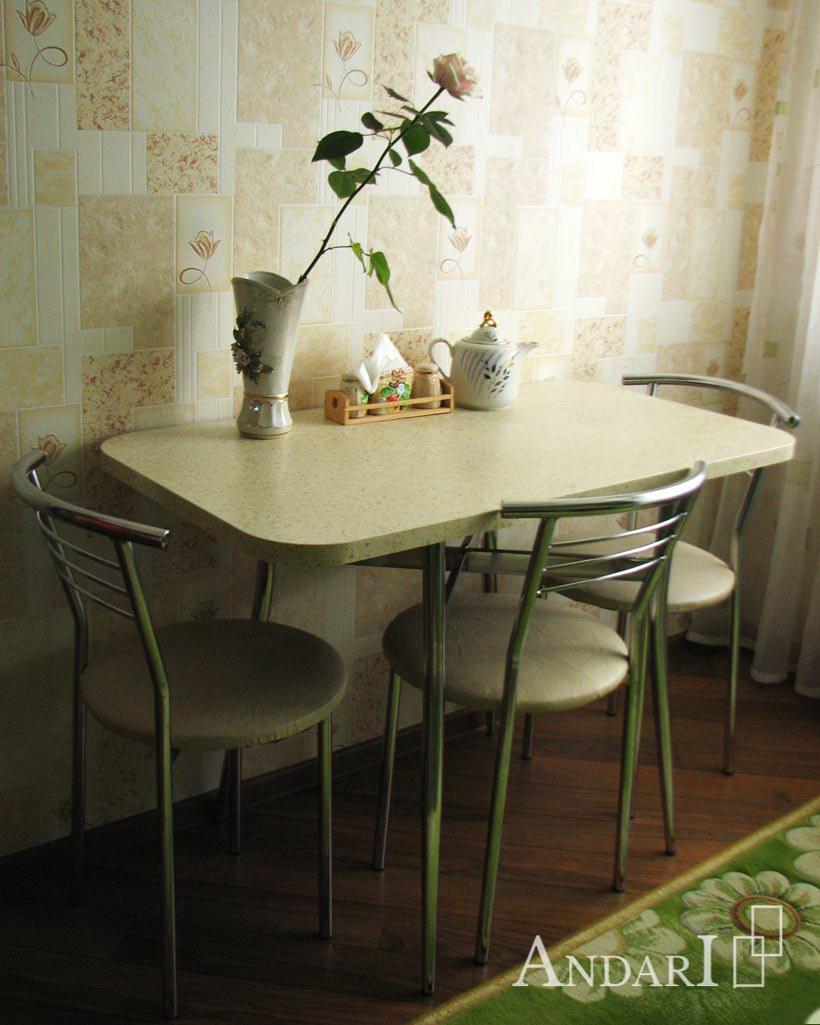 Обеденный стол и стулья на кухне - Андари
