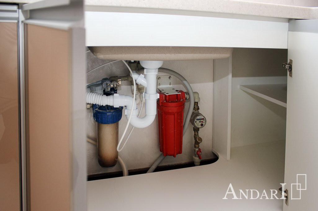 Ящик под мойкой в угловой кухне - Андари