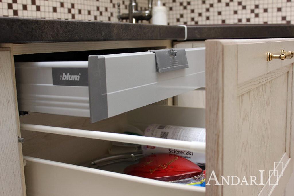 Ящик со скрытым креплением на кухне Андари