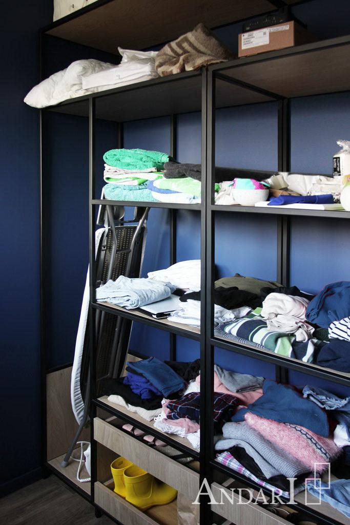 Отделение для гладильной доски в гардеробной