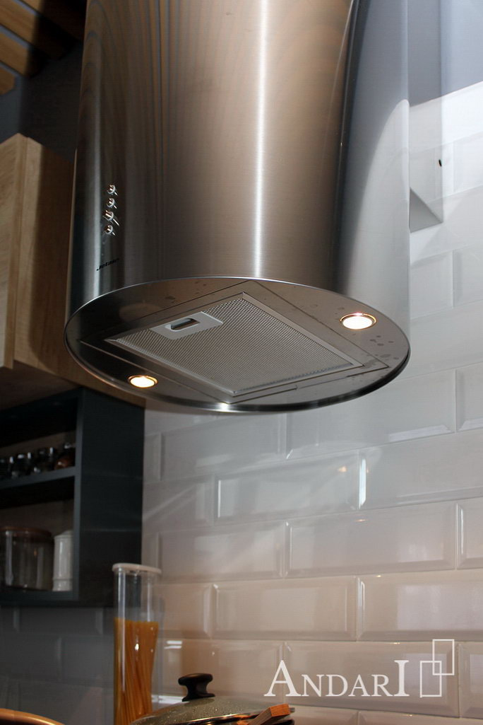 установка вытяжки на кухне Андари