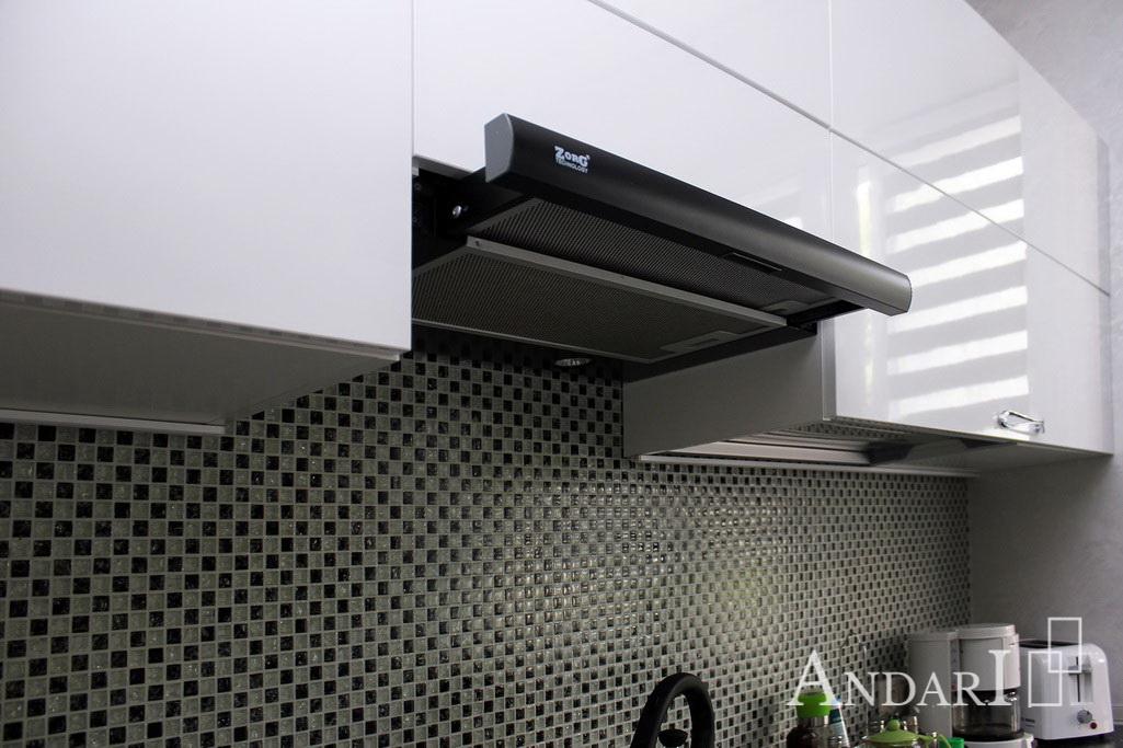 встроенная вытяжка-слайдер на кухне Андари