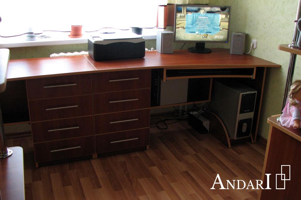 Компьютерный стол в детской - Андари