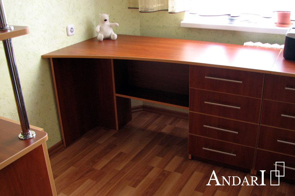 Рабочий стол в детской - Андари