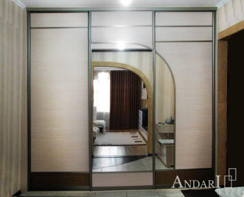Трехдверный шкаф-купе с аркой Андари