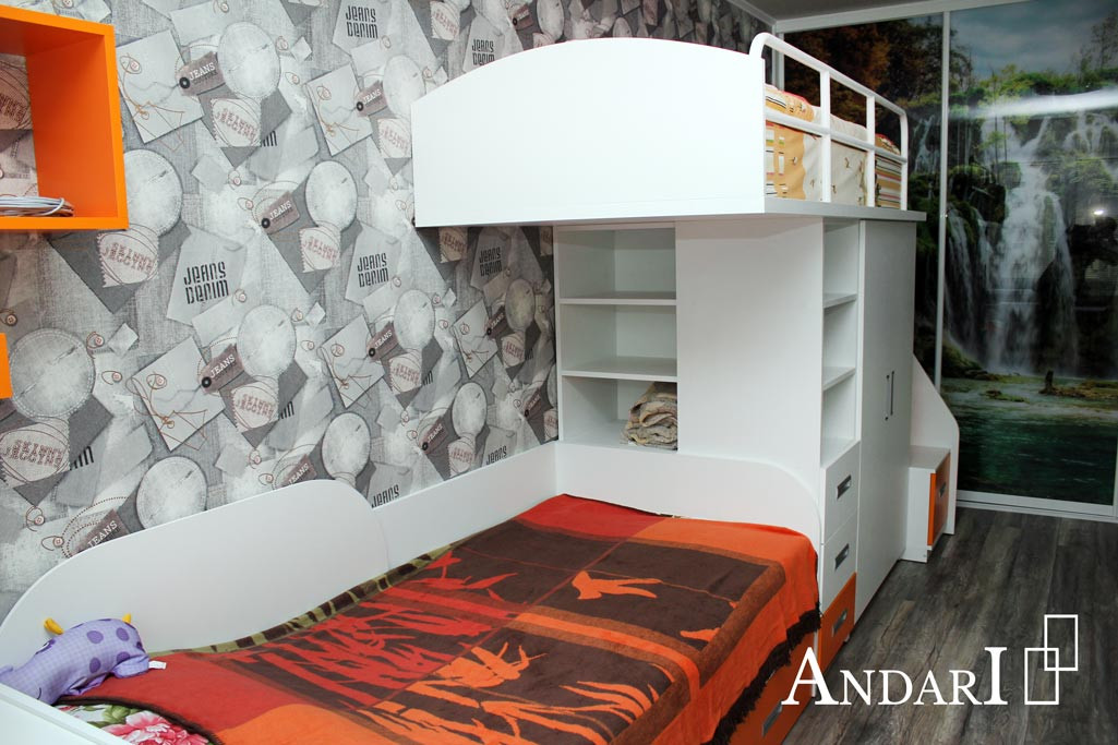 Полки под верхней кроватью в детской - Андари