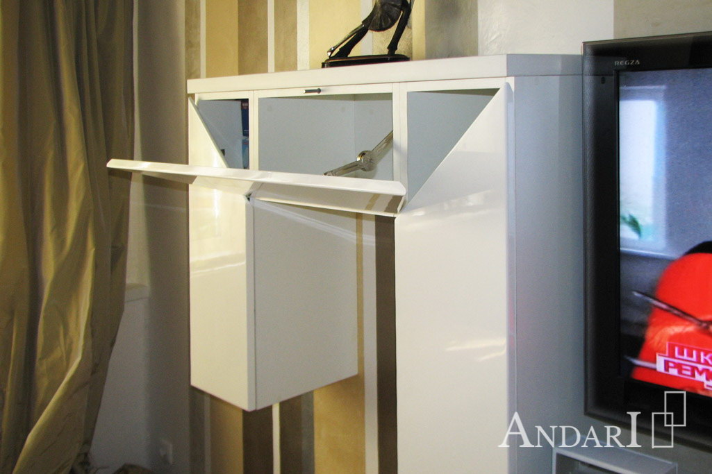 Открывание фасадов от нажатия в гостиной - Андари
