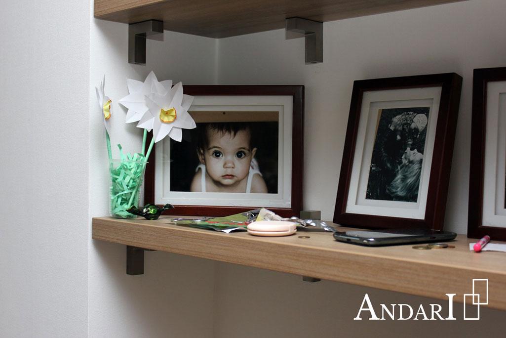 Андари: утолщенные открытые полки в гостиной - Андари