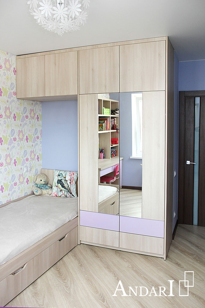 Распашной шкаф с зеркалом в детской - Андари