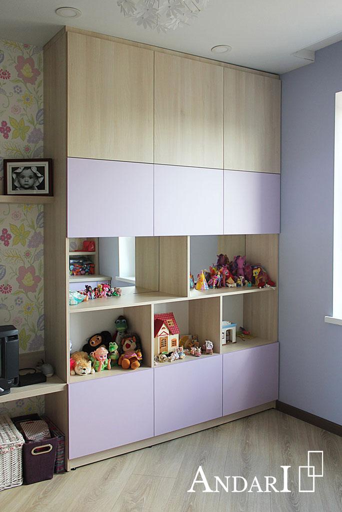 Шкаф-стеллаж с зеркальной задней стенкой в детской- Андари