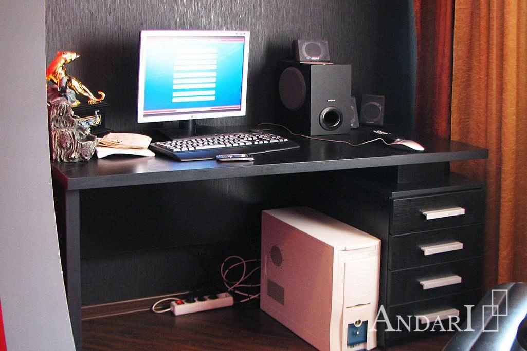 Рабочий стол с тумбой черного цвета в спальне - Андари