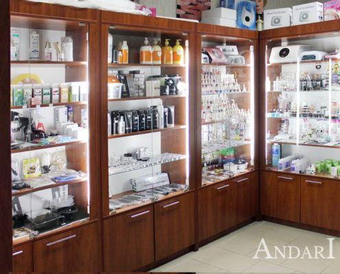 Витрины в магазине для парикмахеров - Андари