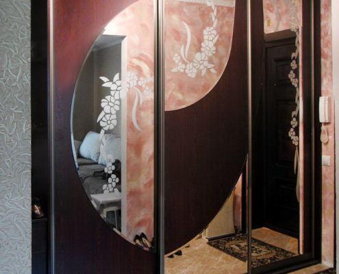 Трехдверный шкаф-купе с пескоструйным рисунком - Андари