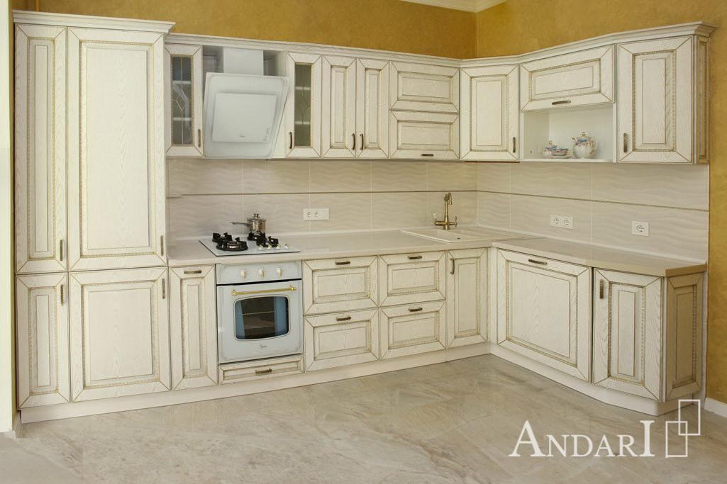 Угловая кухня с патинированными фасадами - Андари
