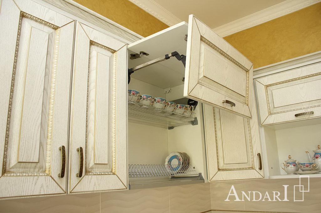 Aventos HF Blum на кухне в классическом стиле - Андари