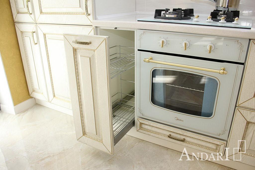 Карго хром 300 мм на кухне в классическом стиле - Андари
