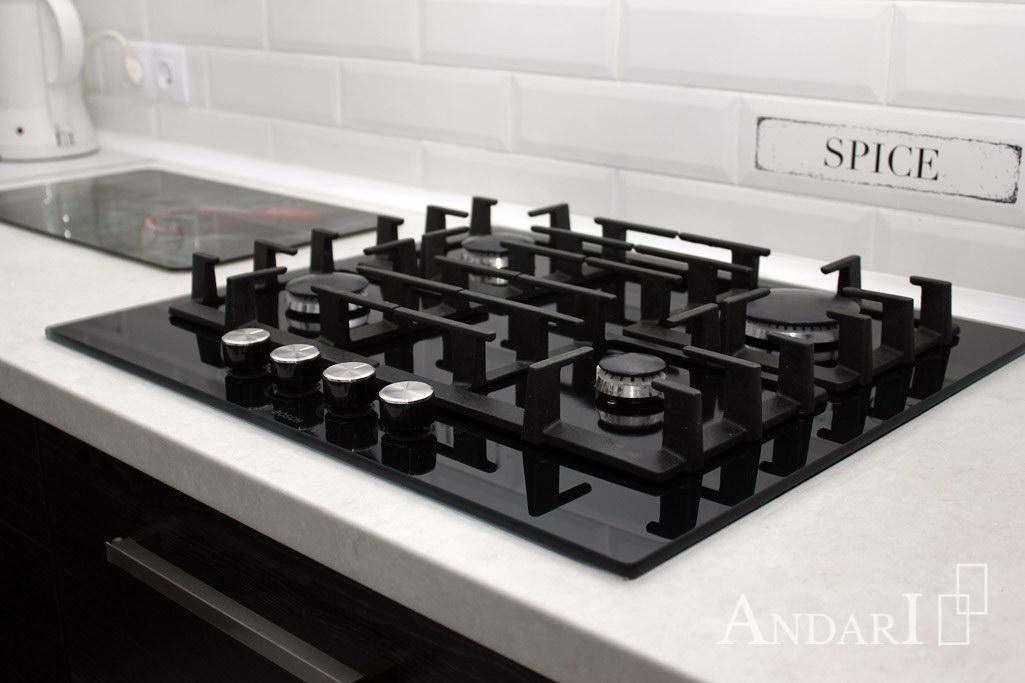 Врезная газовая варочная панель в угловой кухне - Андари