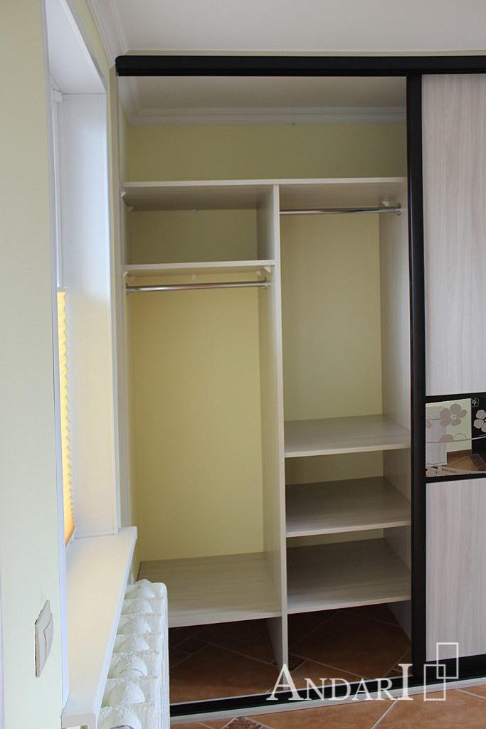 Наполнение шкафа-купе: отделение для длинных и коротких вещей