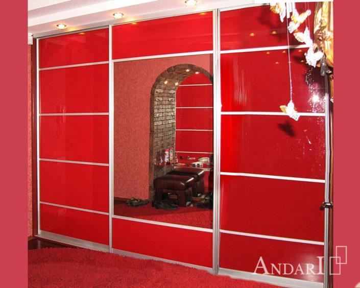 Шкаф-купе со вставками красного стекла и зеркала - Андари