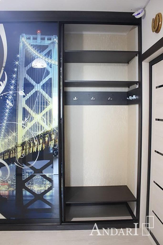 Трехдверный шкаф-купе с крючками для одежды - Андари