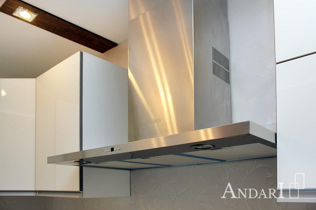Вытяжка 900 мм в угловой кухне из акрила - Андари