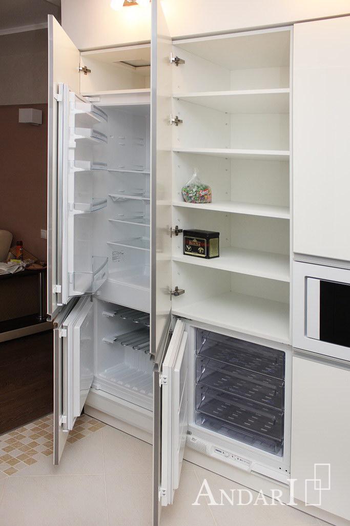 Шкаф для хранения и морозильная камера на кухне - Андари