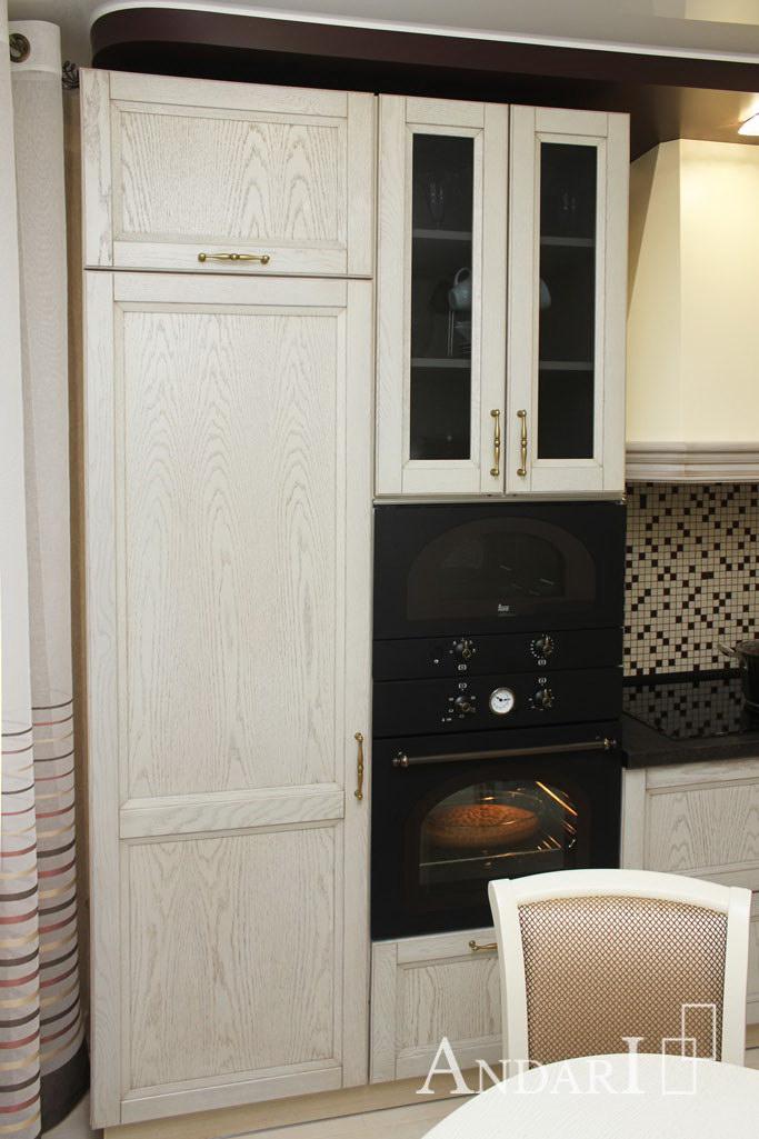 Угловая кухня из массива ясеня с пеналом - Андари