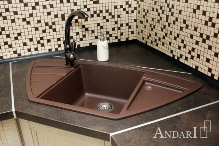 Мойка из искусственного камня в угловой кухне - Андари