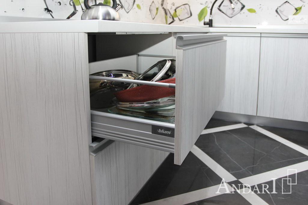 Угловая кухня из пластика с фурнитурой Blum - Андари