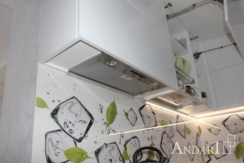 Встроенная вытяжка в угловой кухне из пластика - Андари