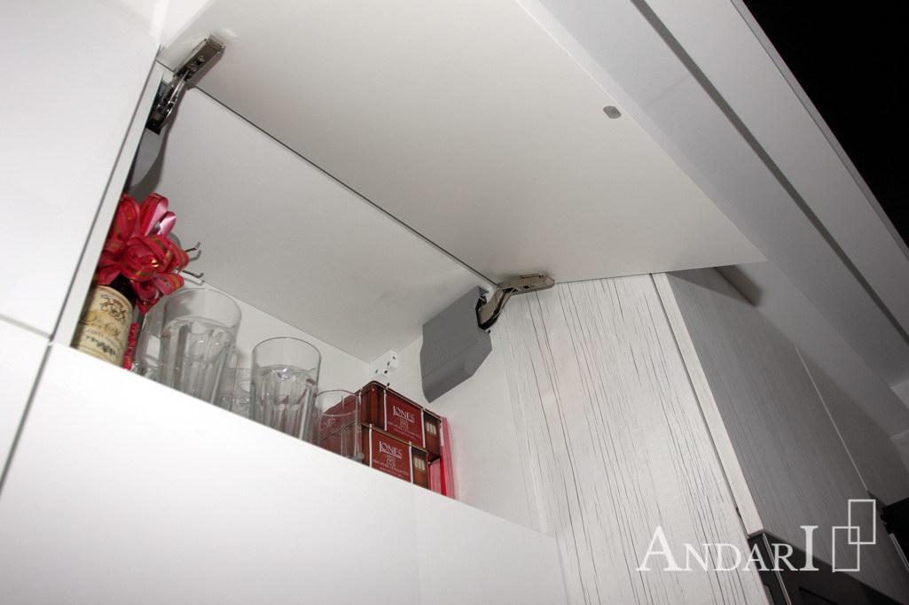 Подъемный механизм в угловой кухне из пластика - Андари