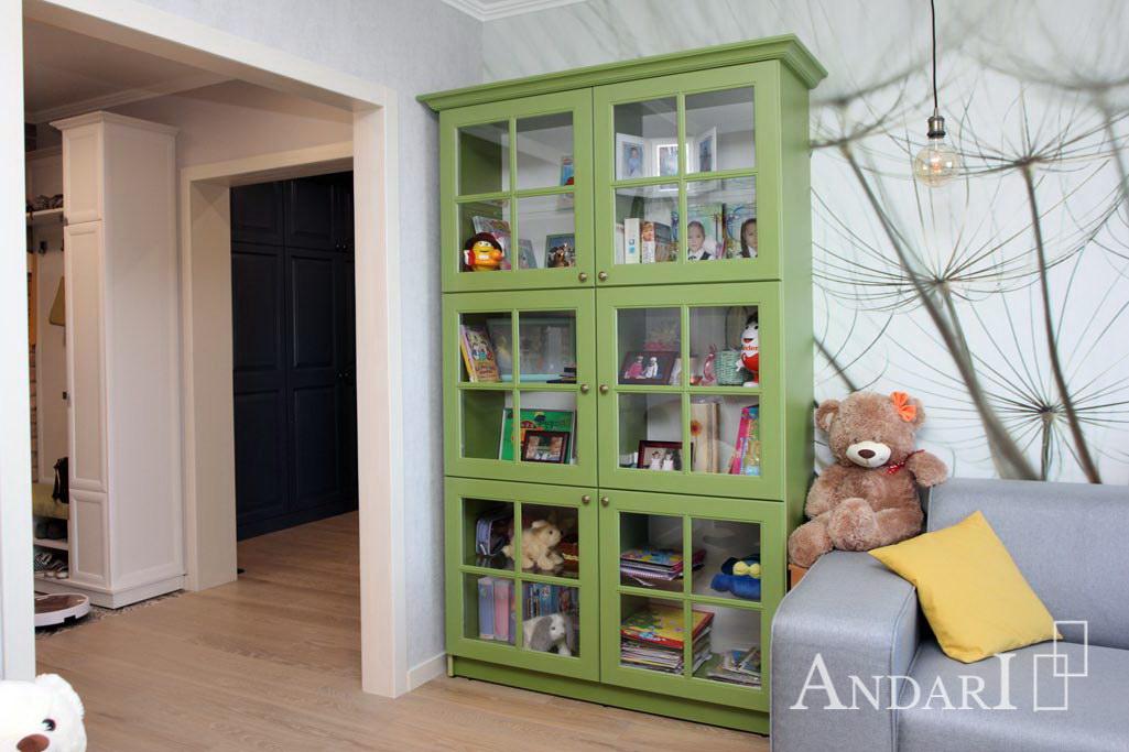 Шкаф-витрина в гостиной- Андари