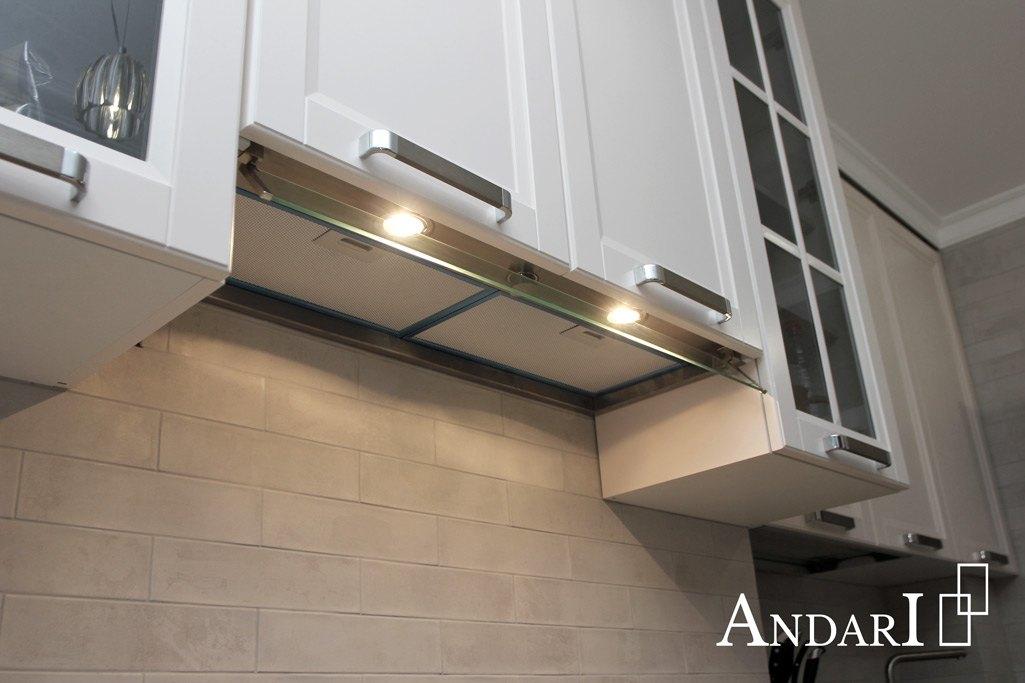 Встроенная вытяжка с подсветкой на кухне - Андари