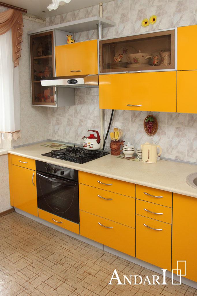 Яркая прямая желтая кухня - Андари